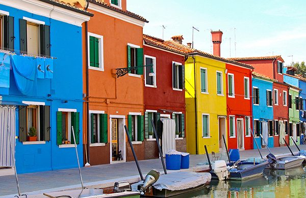feature-img-venice-colourful-buildings